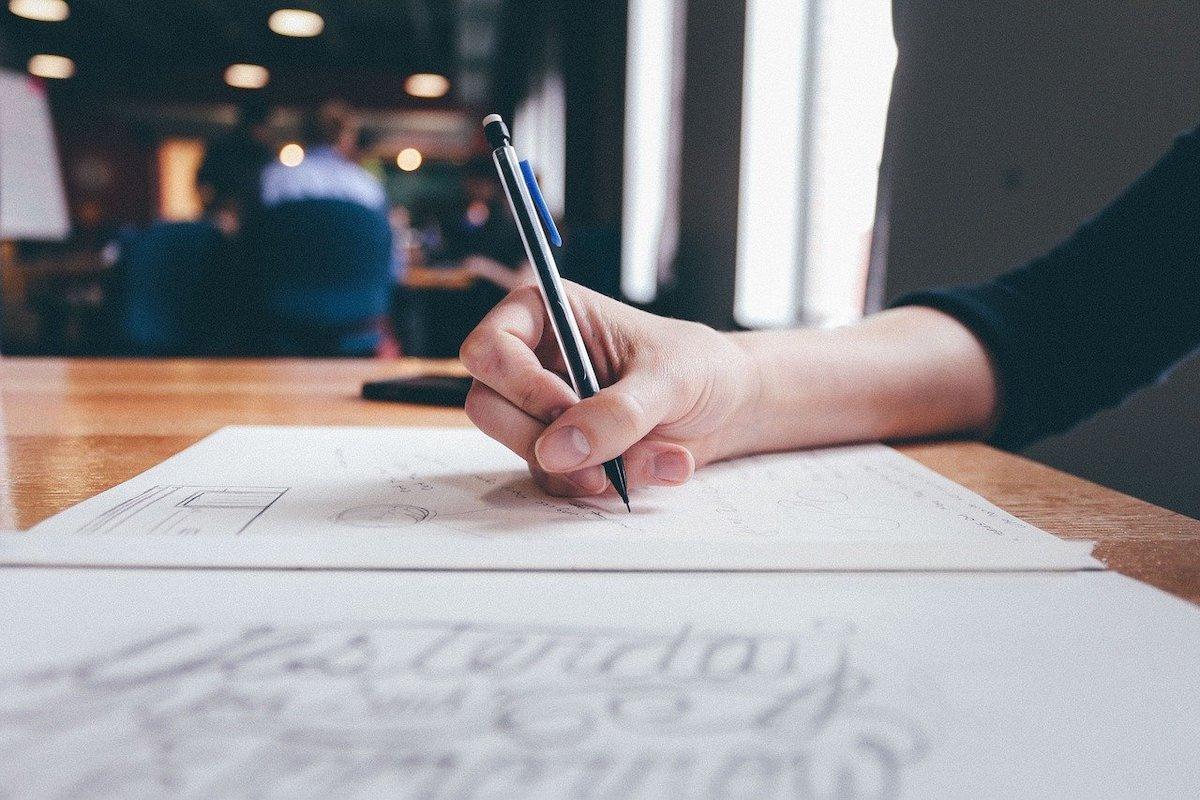 紙とペンだけあればいい。今すぐできるストレス解消法ふたつ